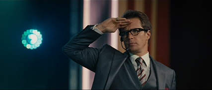 Rockwell spent 2 months perfecting the geek salute for this film.